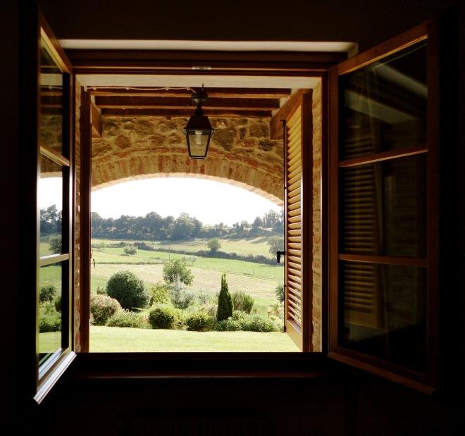 window-701383_1280