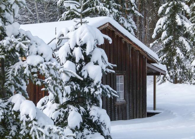 wooden-hut-270254_1280