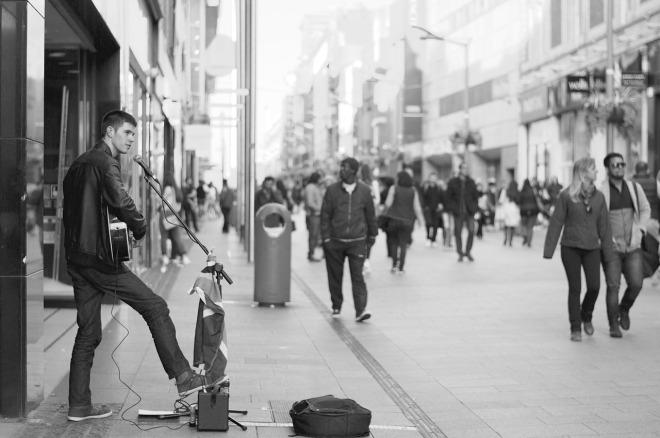 street-performer-690477_1280