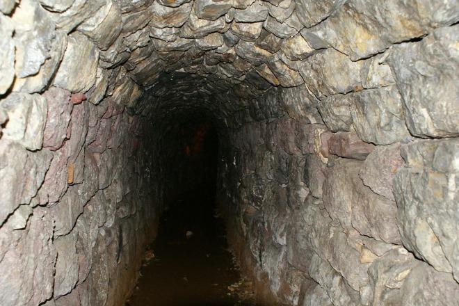 tunnel-167808_1280
