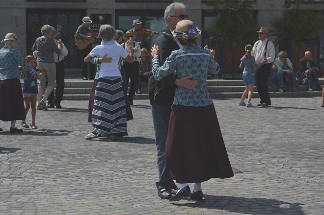 dance-1057707_1280